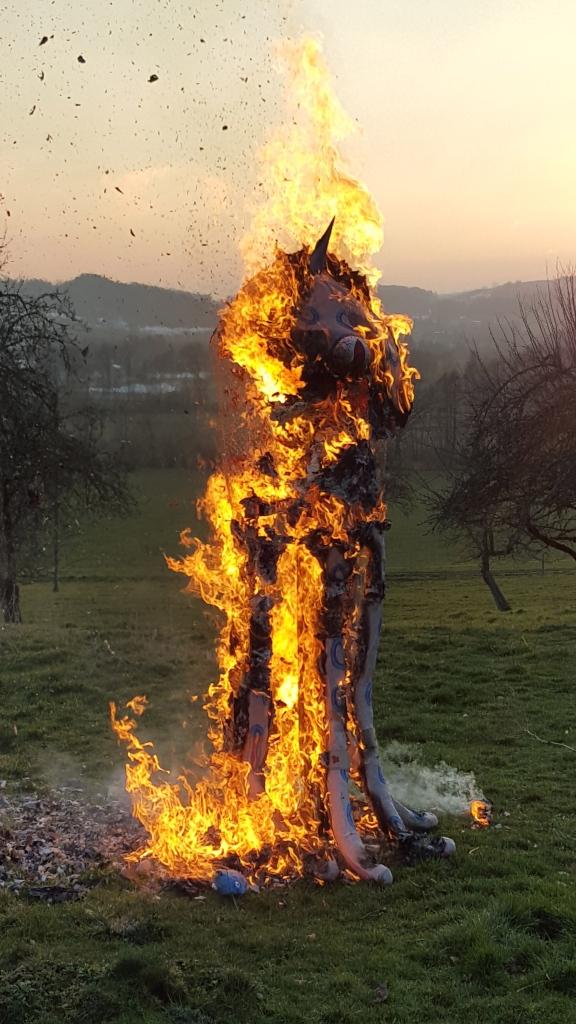 Il est mort la tête haute en brûlant entièrement. Grâce à lui, on aura un bel été. Il restera toujours dans notre coeur.